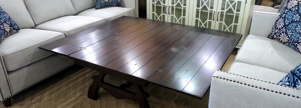 Useful Expandable Cocktail Table