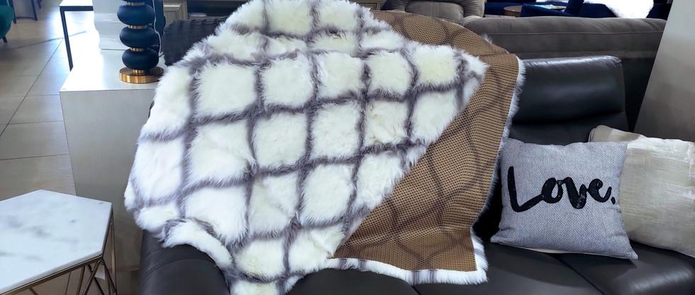 Ultra Soft Faux Fur Rug – 4′ x 6′