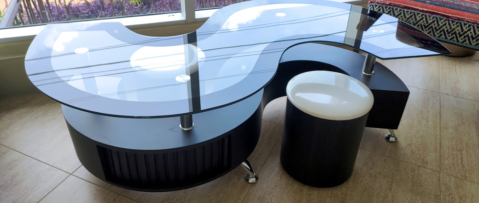 S-Shaped Coffee Table with 2 Stools