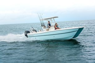 World Cat 23CC running starboard side