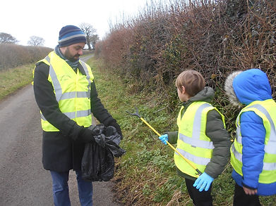 Hook Litter picking (8).JPG