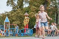 Conectar a los niños con la naturaleza, es parte fundamental para nuestro proyecto educativo after school. Realizamos actividades recreativas y saludables al aire libre, principalmente en el parque. Son muchos los beneficios que nos otorga este tipo de actividades: habilidades sociales, emocionales, imaginación, creatividad, etc.