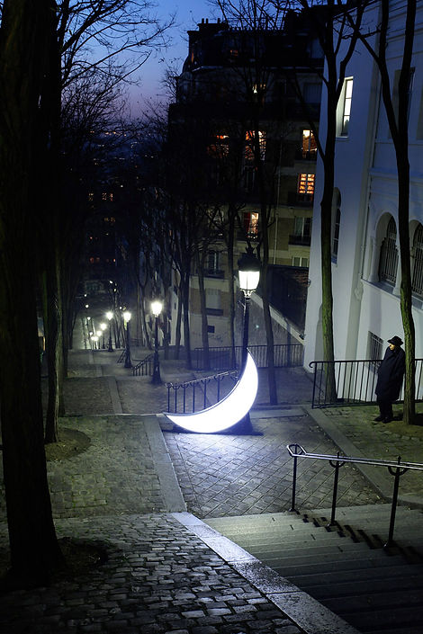 16_Journey-Private-Moon-in-Paris_Monmart