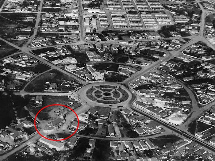 Vista aérea do bairro com a antiga igreja, ainda na Al. Sao Bernardo