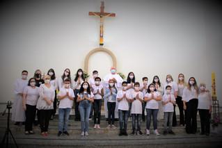 Paróquia Santa Teresinha realiza celebração da Primeira Comunhão de crianças