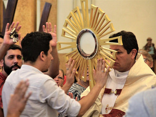 Padre Silvio Andrei dá início ao 1º Cerco de Jericó da Paróquia Santa Teresinha