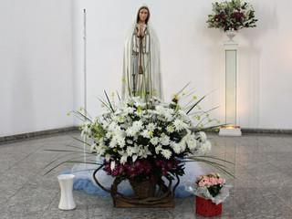 Missa de Nossa Senhora de Fátima conta com homenagem das crianças às mães