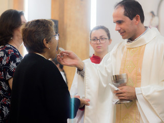 Padre Júlio César reza pela falta de diálogo em família no 6º dia do Cerco de Jericó