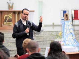 Padre Felipe ministra Formação Pastoral em nossa paróquia