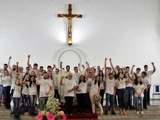 Confirmados na fé: jovens e adultos recebem o Sacramento da Crisma