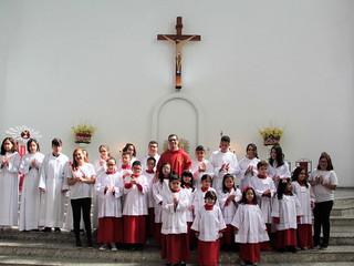 Na Festa de Pentecostes, comunidade se alegra com a instituição dos novos coroinhas e pré-cerimoniár