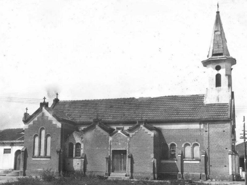 Lateral da antiga igreja de Santa Teresinha, ainda na Al. São Bernardo - Foto da década de 1950