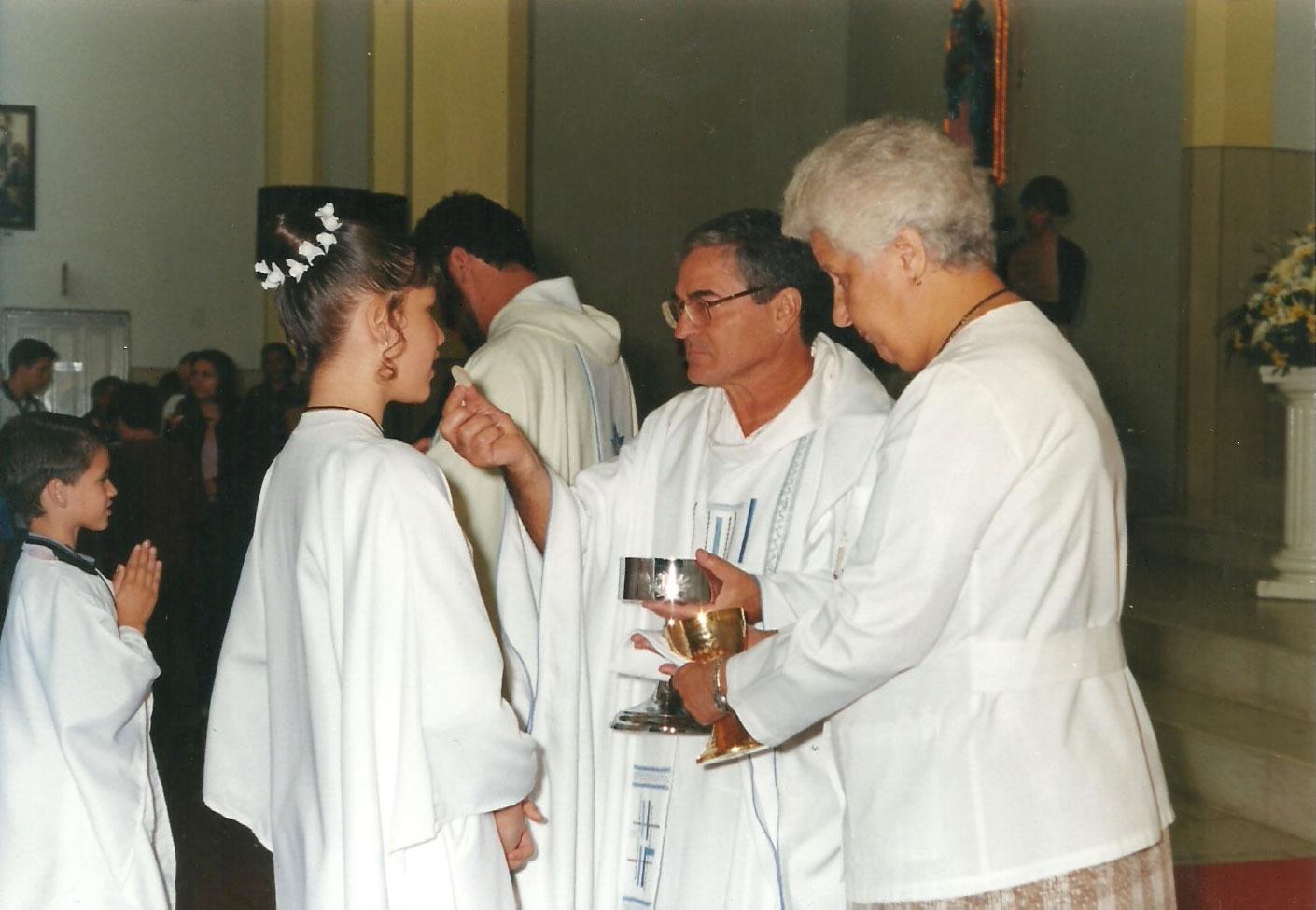 1999_-_Primeira_Comunhão_-_Padre_Lorenzo_-_Coadjutor_Pe._Mateus