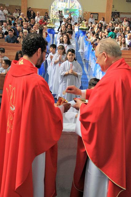 Padre Tiago Silva primeira comunhão