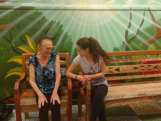 Jovens da Perseverança visitam idosos em clínica de repouso
