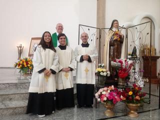 Pastoral de Coroinhas e Cerimoniários institui novos jovens para o serviço ao altar