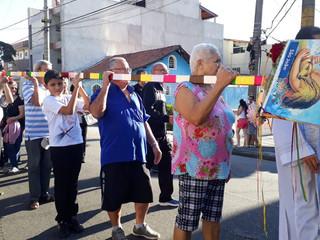 Paróquias reúnem-se para retirar o mastro dos santos juninos