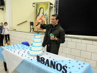Comunidade, em festa, celebra mais um aniversário de ordenação do Padre Tiago