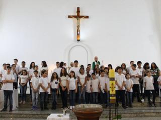 Crianças da Catequese realizam a Renovação das Promessas do Batismo