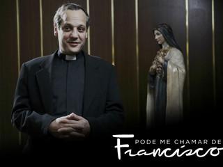 CRÍTICA | Pode me chamar de Francisco: humildade e fraternidade marcam série sobre o Papa