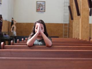 Como rezar em casa?   Conheça diferentes orações para fazer no seu lar