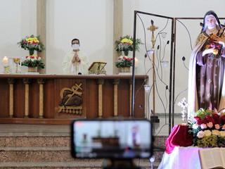 Pe. Tiago volta à Paróquia Santa Teresinha para celebrar o 3º dia do Tríduo