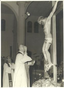 1971 a 1975 - Pe. Benno (mais alto) e D. Jorge Marcos de Oliveira (2)
