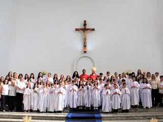 Primeira experiência com Cristo: crianças fazem Primeira Comunhão na Solenidade de São Pedro e São P