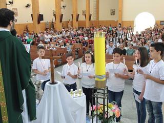 Missa das 10h celebra Renovação das Promessas do Batismo