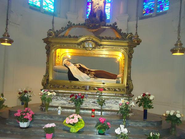 Túmulo de Santa Teresinha na Basílica de Lisieux