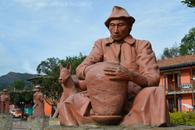 Esculturas en plaza principal de Ráquira, Boyacá