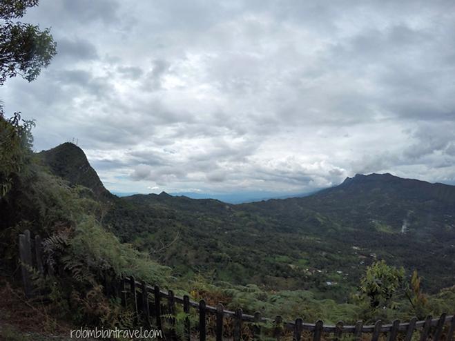 Mesa panorámica desde donde se logra visualizar el valle del río Magdalena y el cañón del río Sumapaz