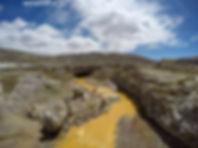 Geiser en el camino de Puno a Tacna en Perú