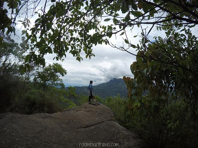 Piedra del gritadero en Parque Natural de Quininí (Cundinamarca)
