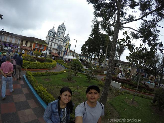 iglesia maria inmaculada y plaza principal de filandia quindio