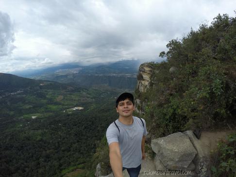 Al fondo se ve la Cabeza del Indio en el Cerro de Quininí (Cundinamarca)