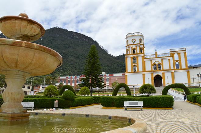 plaza principal de la uvita boyaca