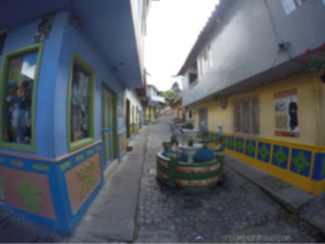 calle del recuerdo guatape antioquia
