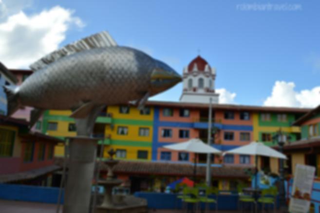 plaza de los zocalos guatape antioquia