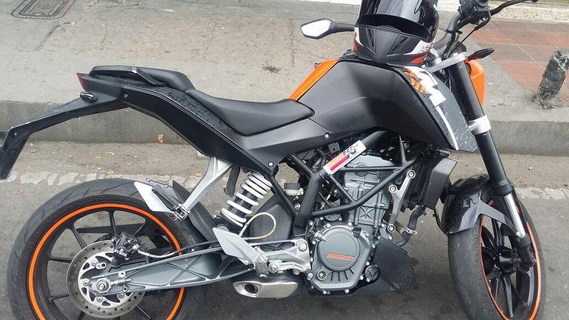 Viajar en moto Duke 200