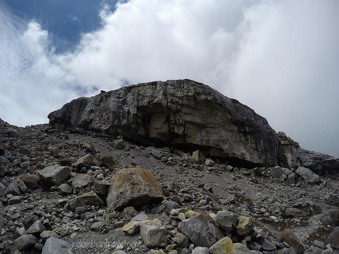 cueva el hombre sendero laguna grande de la sierra