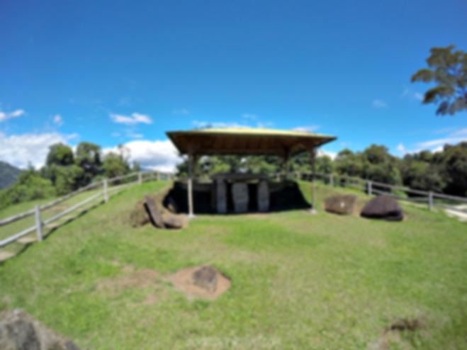 Estatuas en la Mesita A en el Parque Arqueológico de San Agustín, Huila