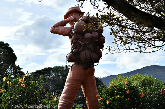 Escultura en parque principal de Ráquira, Boyacá