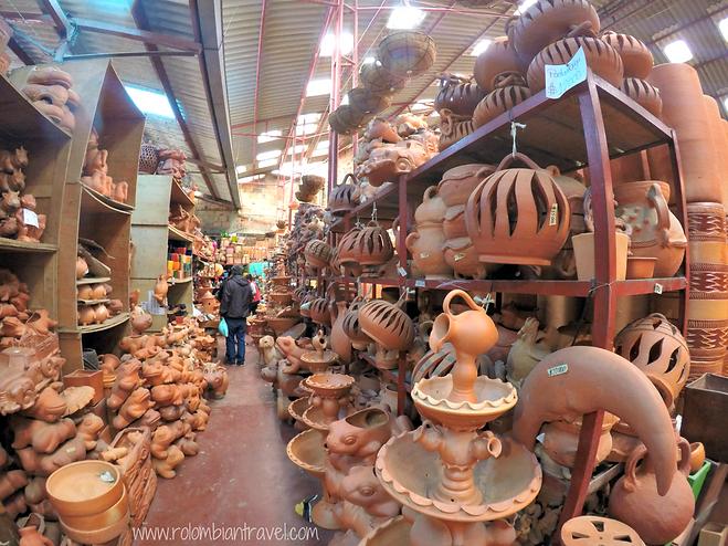 Mercado de artesanías en Ráquira, Boyacá
