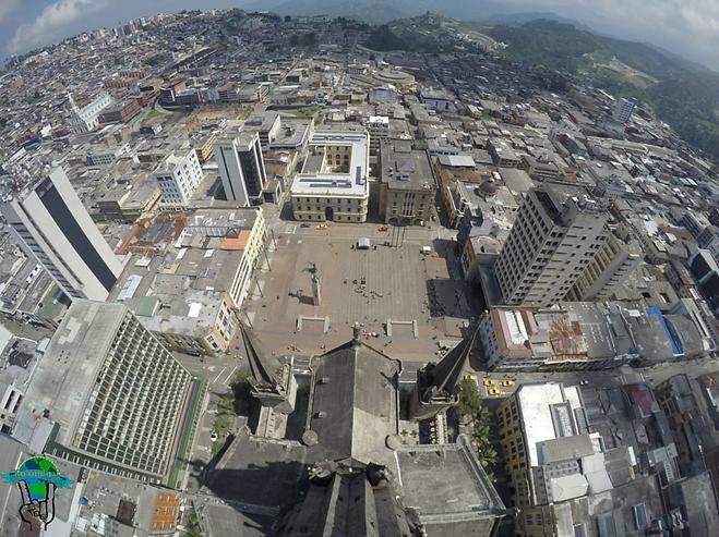 vista panoramica de manizales desde corredor polaco en catedral de manizales