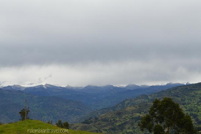 vista de la sierra nevada el cocuy desde la via san mateo guacamayas
