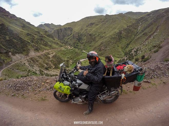 Camino a la Montaña de Siete Colores en Perú