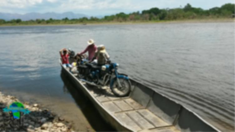 Paso del río Magdalena en lancha