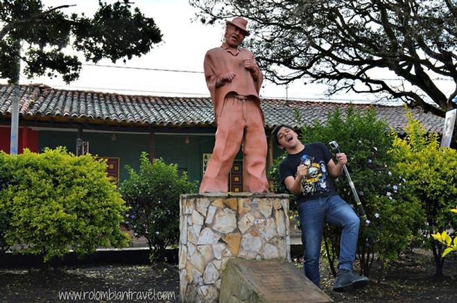 Escultura al músico Jorge Velosa en Ráquira, Boyacá