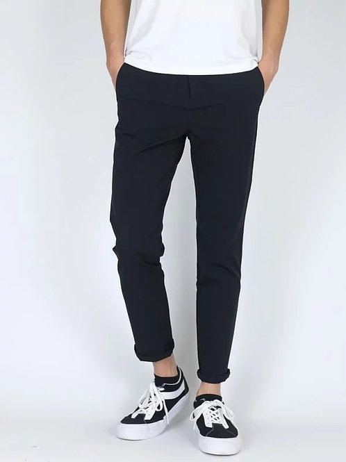"Signature Slim Fit Pants in Black 30"""